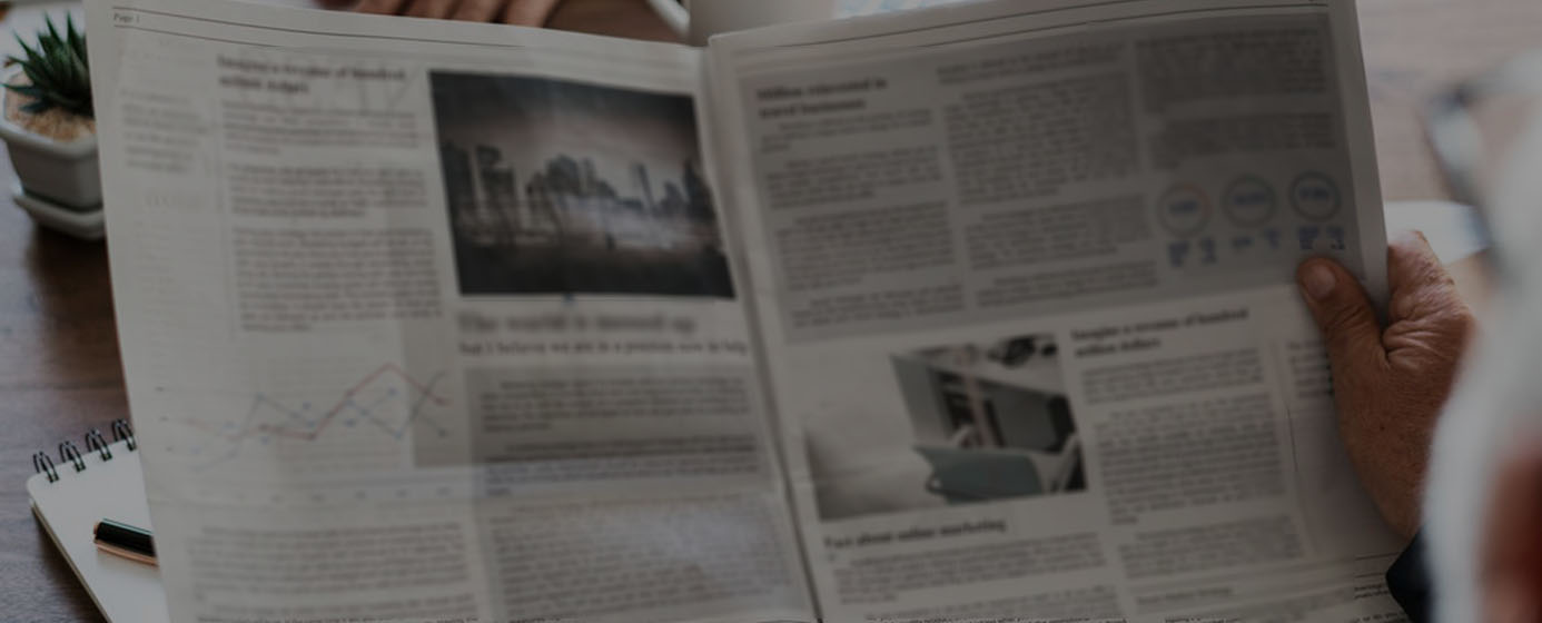 zeitunsartikel_man-reading_newspaper_1386x560_edited